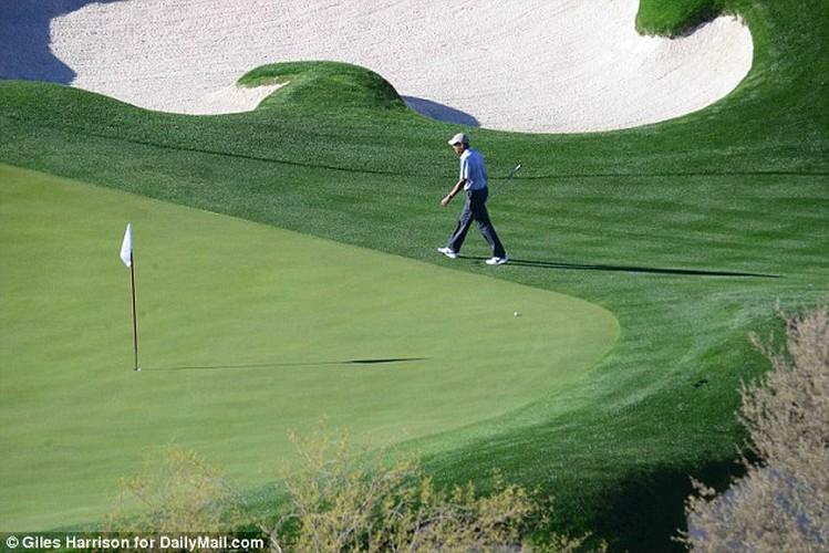Anh: Cuu Tong thong Obama choi golf sau khi roi Nha Trang-Hinh-5