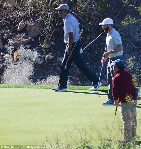 Anh: Cuu Tong thong Obama choi golf sau khi roi Nha Trang-Hinh-6