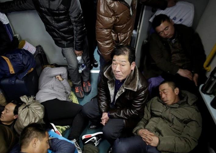 Toan canh nguoi dan Trung Quoc ve que an Tet-Hinh-3