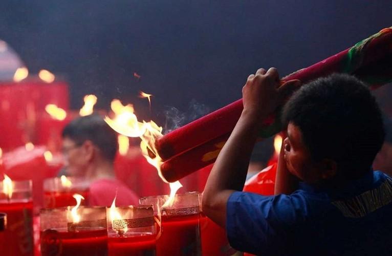 Anh: Nguoi dan Chau A di chua Mung 1 Tet Dinh Dau 2017-Hinh-8
