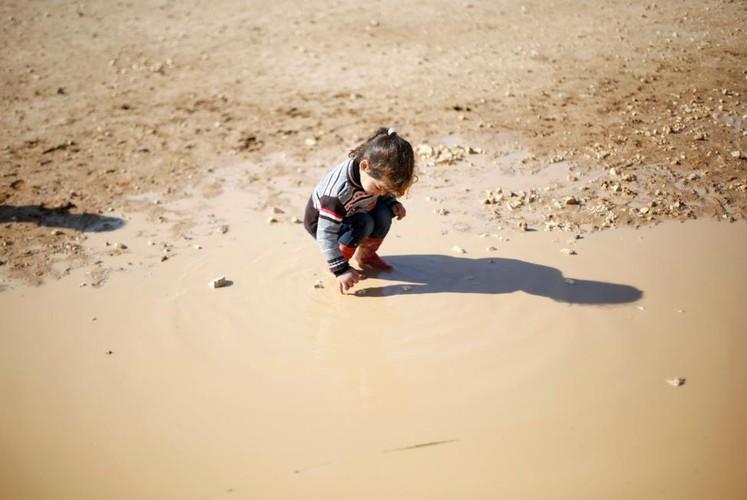 Canh ngo tre ti nan Syria noi dat khach que nguoi-Hinh-7