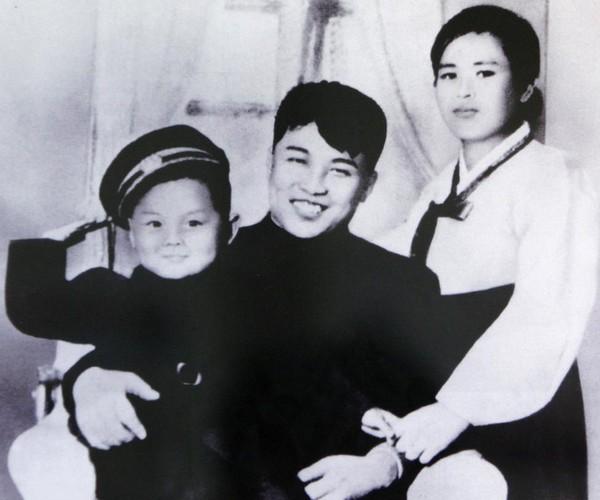 Chum anh Chu tich Kim Il-sung va con chau day quyen luc-Hinh-2