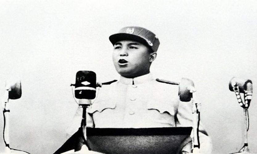 Chum anh Chu tich Kim Il-sung va con chau day quyen luc
