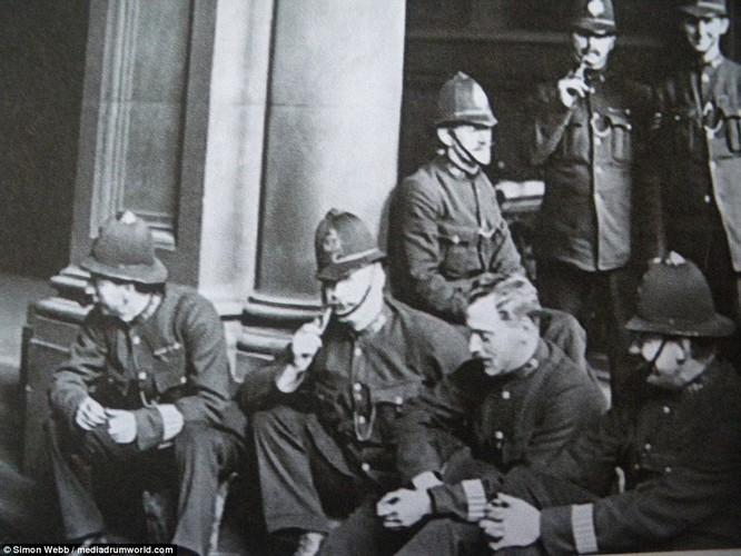 Chum anh tinh hinh bat on o Anh nam 1919-Hinh-3