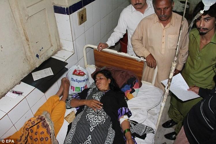 Hien truong danh bom o Pakistan, 250 nguoi thuong vong-Hinh-10