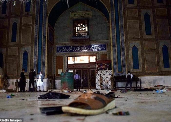 Hien truong danh bom o Pakistan, 250 nguoi thuong vong-Hinh-4