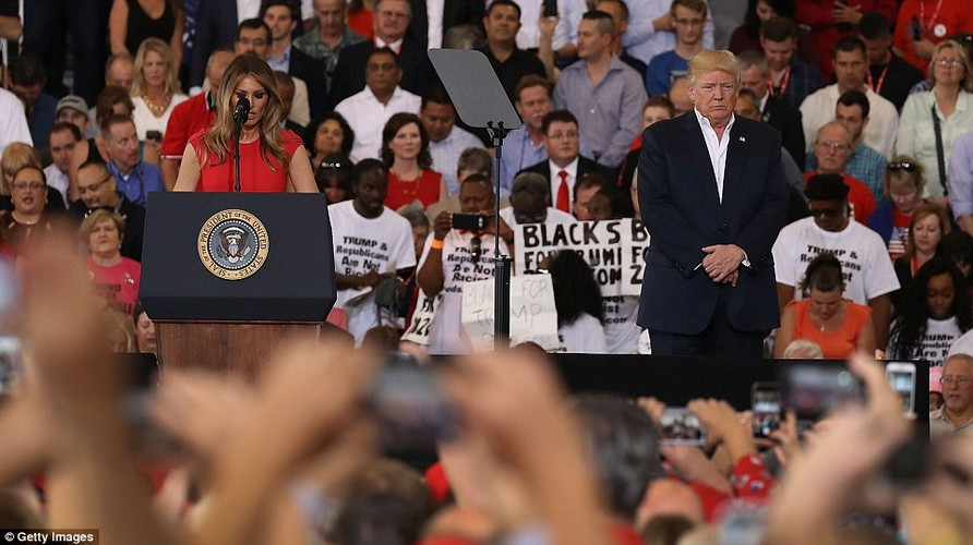 Anh: Tong thong Trump phat bieu truoc hang nghin nguoi o Florida-Hinh-3