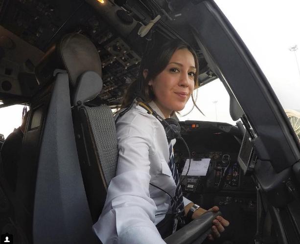 Nhan sac nu phi cong xinh dep cua hang Pegasus Airlines-Hinh-2