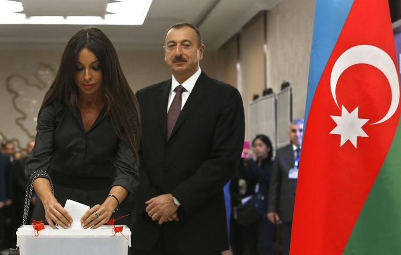 Chuyen la Azerbaijan: De nhat phu nhan kiem Pho Tong thong