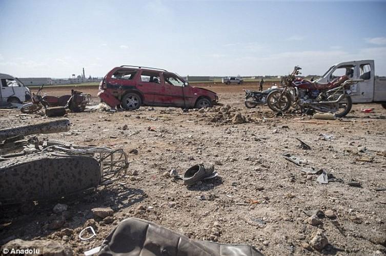 Hien truong kinh hoang vu danh bom xe lieu chet gan Al-Bab-Hinh-7