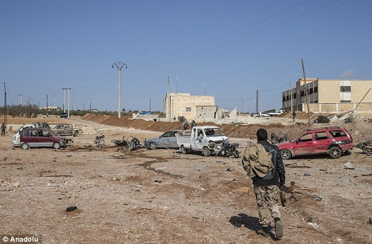 Hien truong kinh hoang vu danh bom xe lieu chet gan Al-Bab-Hinh-9