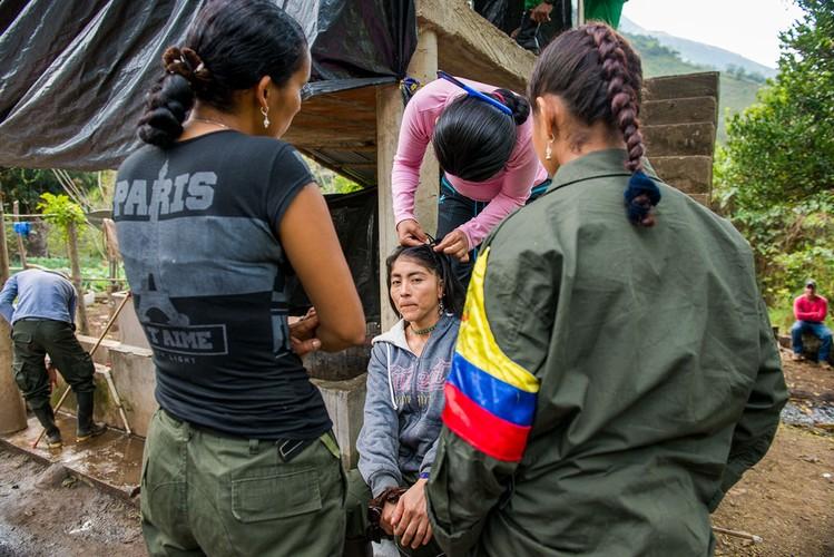 Chum anh moi nhat ve cac chien binh FARC thoi binh-Hinh-5