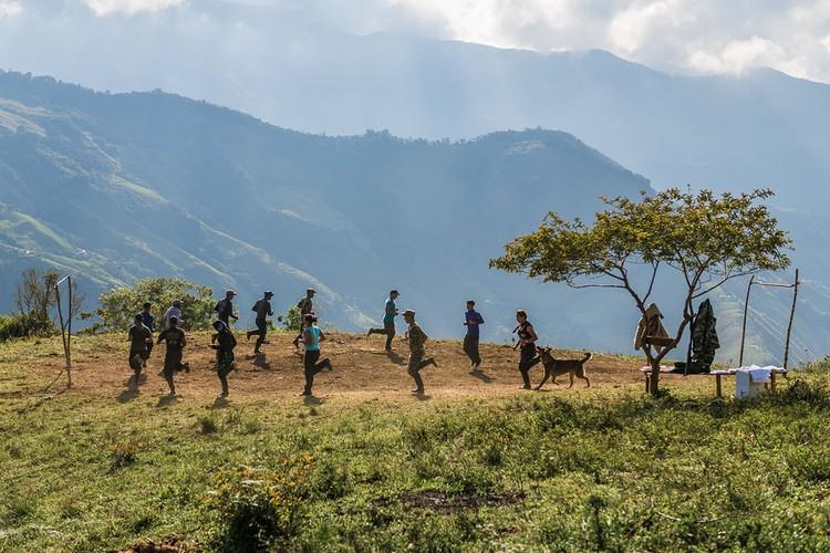 Chum anh moi nhat ve cac chien binh FARC thoi binh