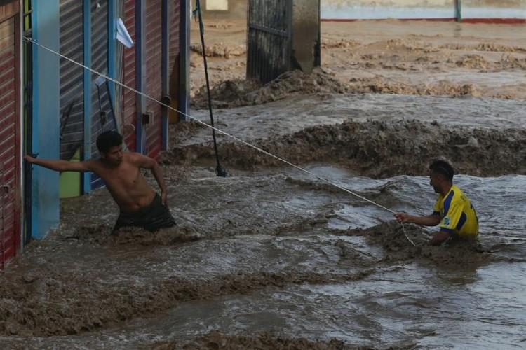 Canh tuong lo dat va lu lut kinh hoang o Peru-Hinh-3