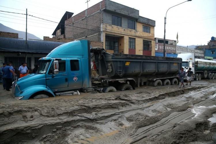 Canh tuong lo dat va lu lut kinh hoang o Peru-Hinh-7