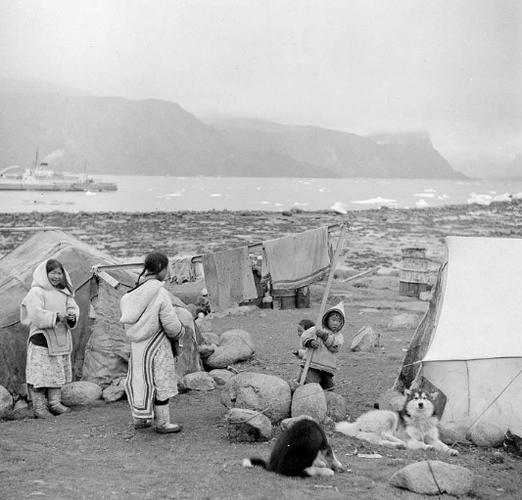 Cuoc song cua tho dan Inuit o Canada 100 nam qua-Hinh-11
