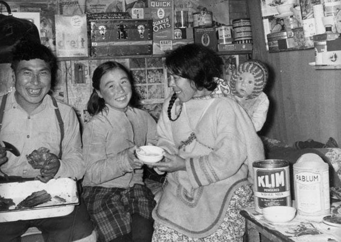 Cuoc song cua tho dan Inuit o Canada 100 nam qua-Hinh-13