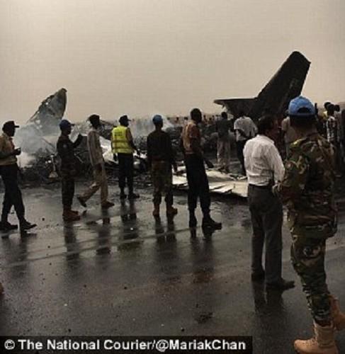 Hien truong may bay cho 45 nguoi roi o Nam Sudan-Hinh-4