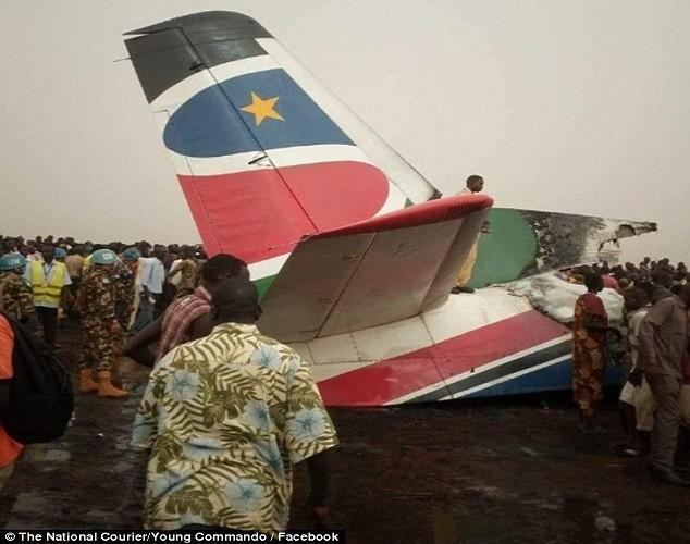 Hien truong may bay cho 45 nguoi roi o Nam Sudan-Hinh-5