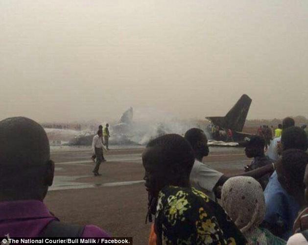 Hien truong may bay cho 45 nguoi roi o Nam Sudan-Hinh-6