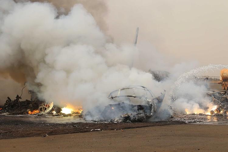Hien truong may bay cho 45 nguoi roi o Nam Sudan-Hinh-7