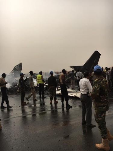 Hien truong may bay cho 45 nguoi roi o Nam Sudan-Hinh-8