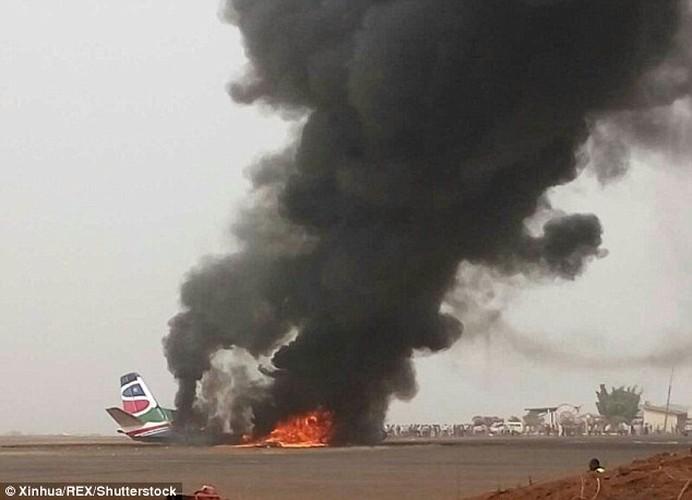 Hien truong may bay cho 45 nguoi roi o Nam Sudan