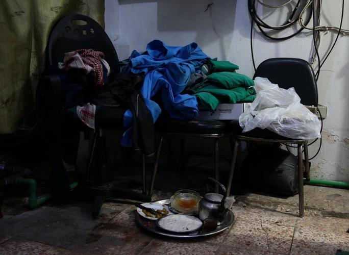 Canh tuong dau long trong benh vien da chien o Douma-Hinh-8