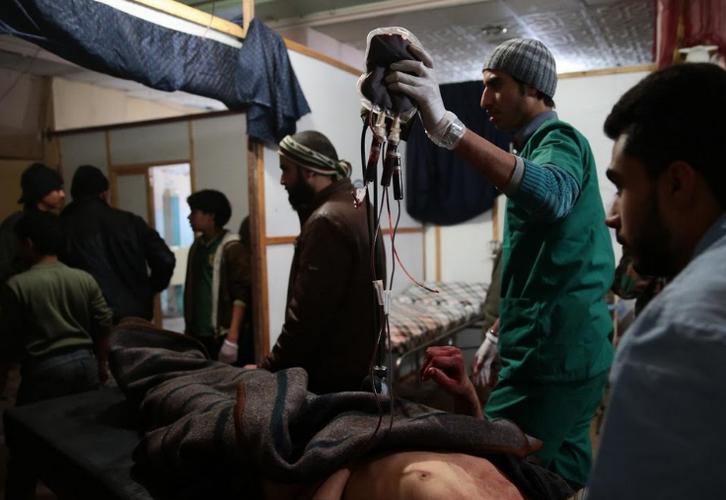 Canh tuong dau long trong benh vien da chien o Douma-Hinh-9