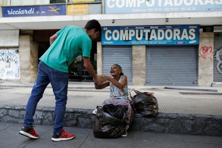 Chum anh bua an tu thien cho dan ngheo Venezuela-Hinh-13
