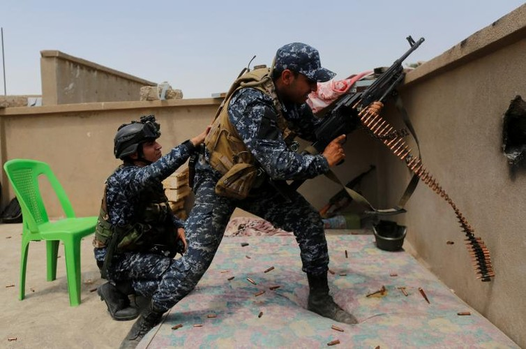 Anh: Canh sat Iraq giao tranh ac liet voi IS o Mosul-Hinh-11