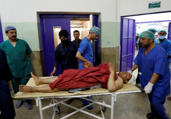 Hien truong kinh hoang vu danh bom doan xe NATO o Afghanistan-Hinh-10