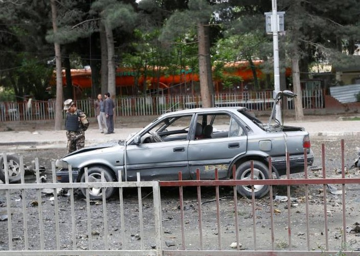 Hien truong kinh hoang vu danh bom doan xe NATO o Afghanistan-Hinh-2