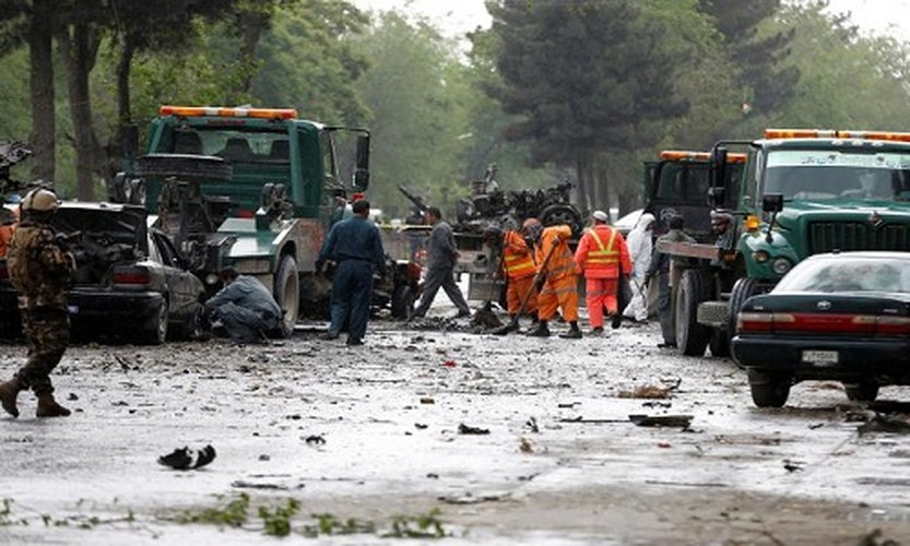Hien truong kinh hoang vu danh bom doan xe NATO o Afghanistan-Hinh-5