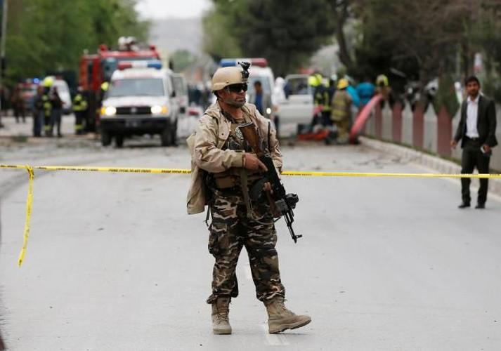 Hien truong kinh hoang vu danh bom doan xe NATO o Afghanistan-Hinh-6
