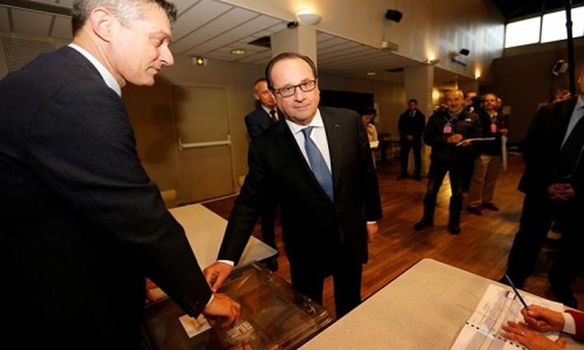 Anh: Tong thong Phap Hollande di bo phieu chon nguoi ke nhiem