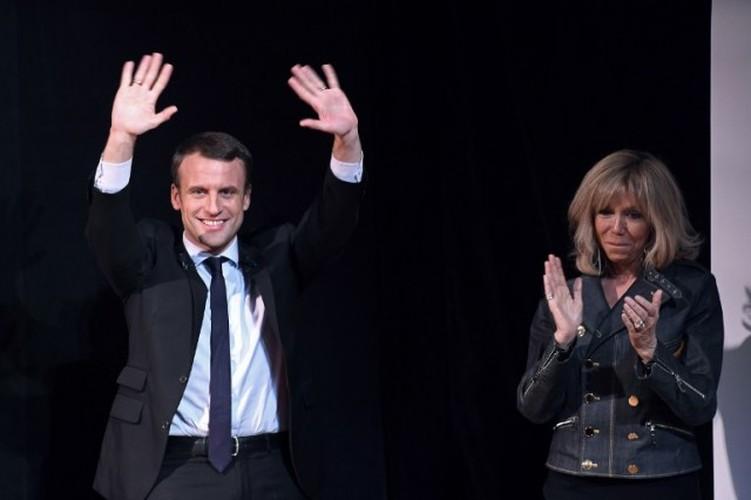 Loat anh cuoc tinh lang man cua Tong thong dac cu Macron-Hinh-5