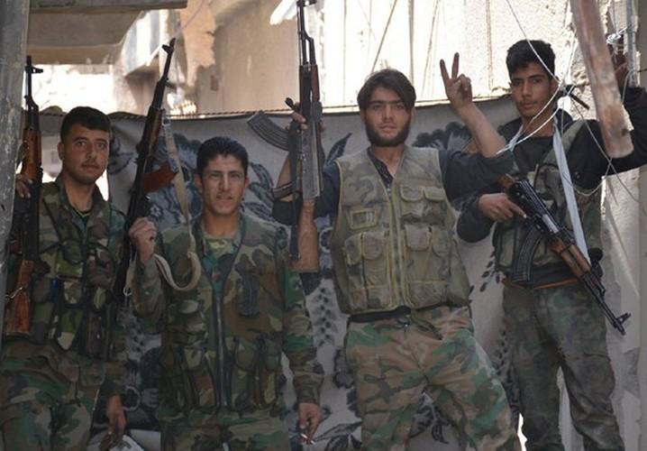 Quan doi Syria noi lai chien dich chong khung bo o Damascus-Hinh-10