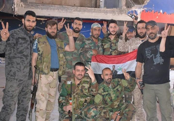 Quan doi Syria noi lai chien dich chong khung bo o Damascus-Hinh-7