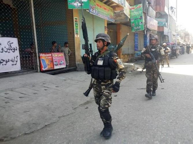 Hien truong kinh hoang danh bom Dai truyen hinh quoc gia Afghanistan-Hinh-3