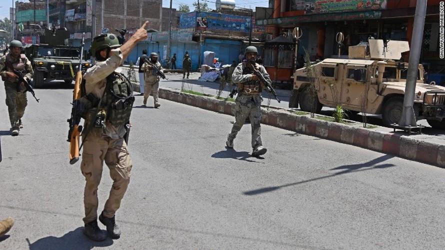 Hien truong kinh hoang danh bom Dai truyen hinh quoc gia Afghanistan-Hinh-4