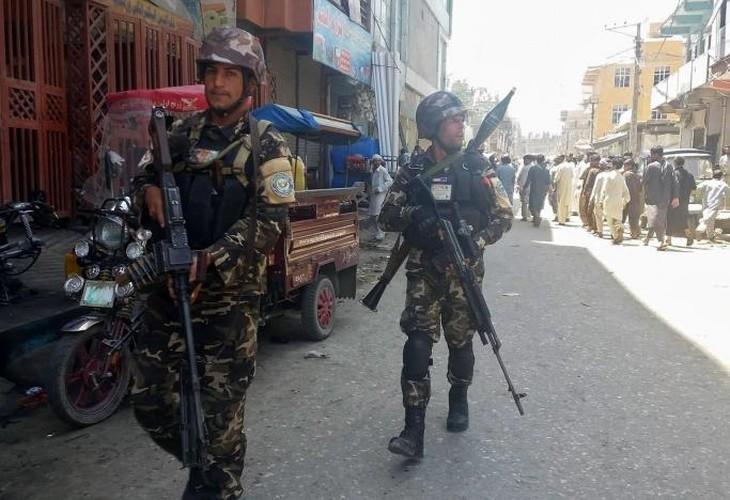 Hien truong kinh hoang danh bom Dai truyen hinh quoc gia Afghanistan-Hinh-9