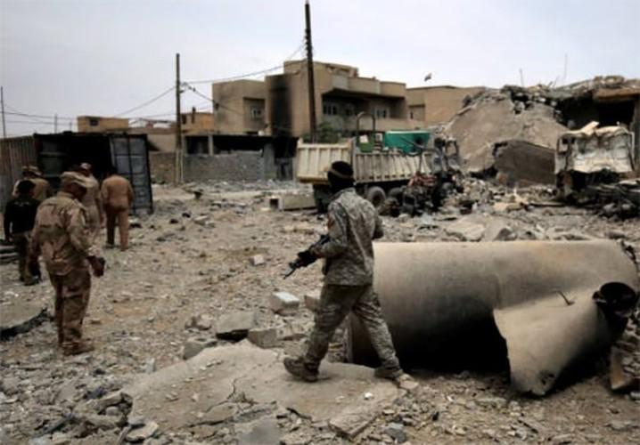 Chum anh Tay Mosul sap sach bong phien quan IS