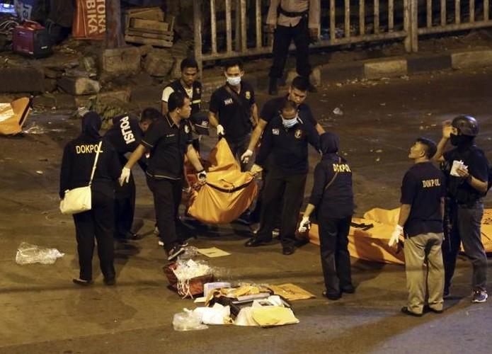 Hien truong kinh hoang danh bom lieu chet o Indonesia-Hinh-11