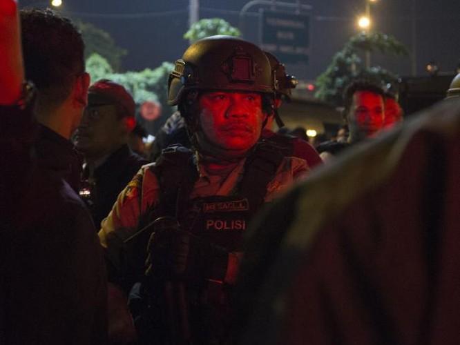 Hien truong kinh hoang danh bom lieu chet o Indonesia-Hinh-6