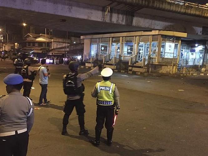 Hien truong kinh hoang danh bom lieu chet o Indonesia-Hinh-9
