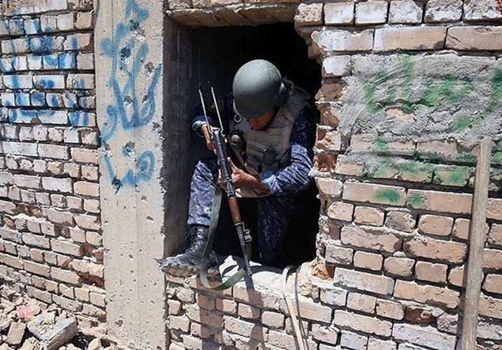 Quan doi Iraq vay chat phien quan IS o Thanh co Mosul-Hinh-8