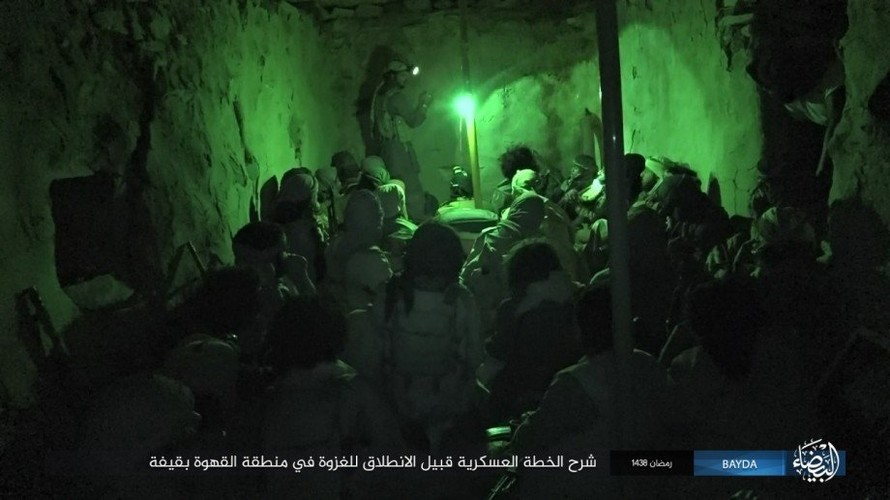 Anh: Phien quan IS danh quan noi day Houthi o Yemen-Hinh-3