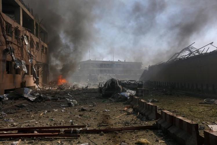 Hien truong danh bom dam mau o Kabul, 430 nguoi thuong vong-Hinh-5