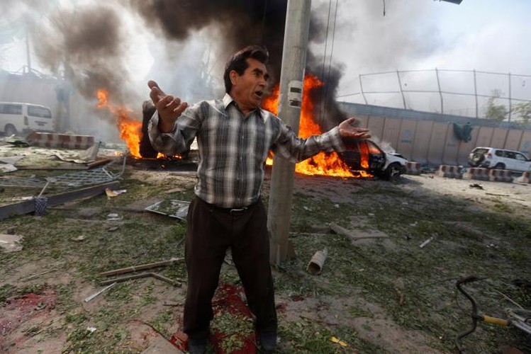 Hien truong danh bom dam mau o Kabul, 430 nguoi thuong vong-Hinh-9